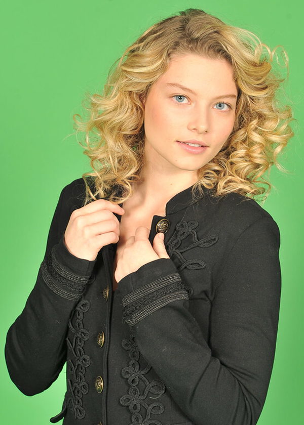 blond-hair-curly-green-screen-extraction